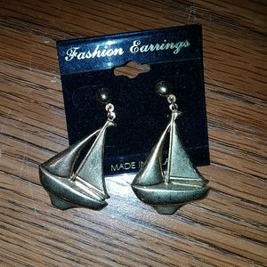 gold tone sailboat earrings